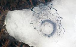 Байкал явил миру загадочные ледовые круги