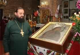 Икона Толжской Божией Матери мирит людей и исцеляет больных