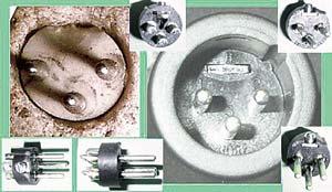 Штепсели с тремя штырьками, выпускаемые на Земле. Есть весьма похожие и по форме, и по пропорциям. Но в точности такого же, как в камне, пока не обнаружено.
