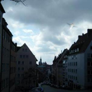 В объектив студентки из Йорка попал странный НЛО с крыльями и обнаженным телом