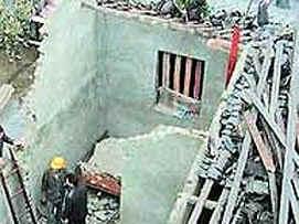 Китай: спутник рухнул прямо на жилой дом (ФОТО)