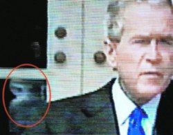 Джордж Буш уличен в связях с инопланетянами?