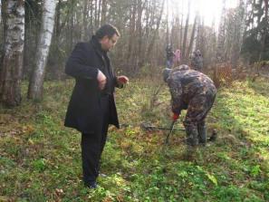 Поисковики вместе с Мехди собираются поднять из Дрезневского болота церковный колокол